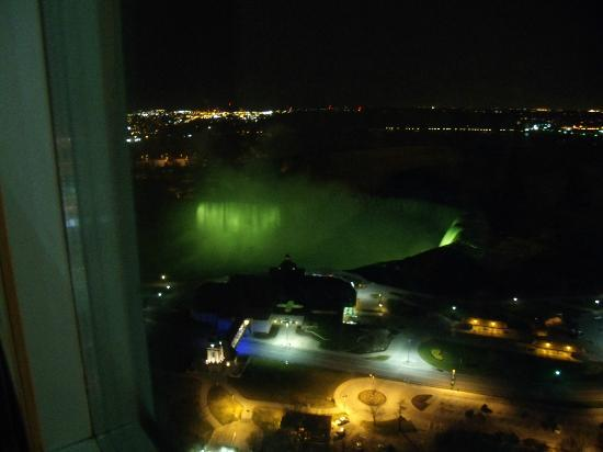 Embassy Suites by Hilton Niagara Falls Fallsview Hotel: 3017 at night