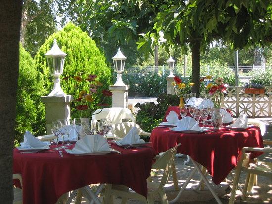 L'Aramon Gourmand : La Terrasse pour les beaux jours