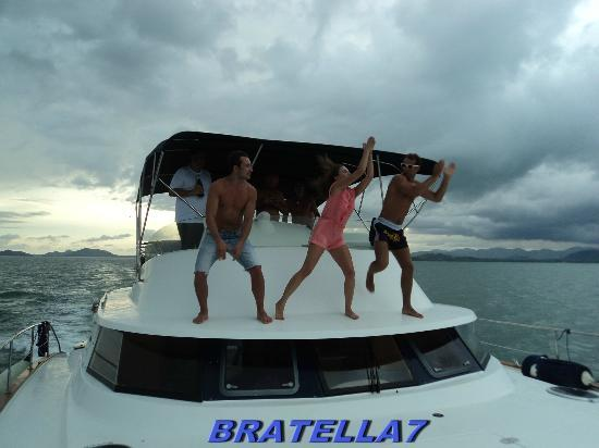 Yacht Charter Thailand: А на теплоходе,музыка играет....