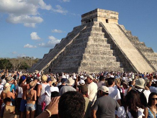 Excursiones Riviera Maya: Equinocio marzo 2012, Castillo Kukulcan
