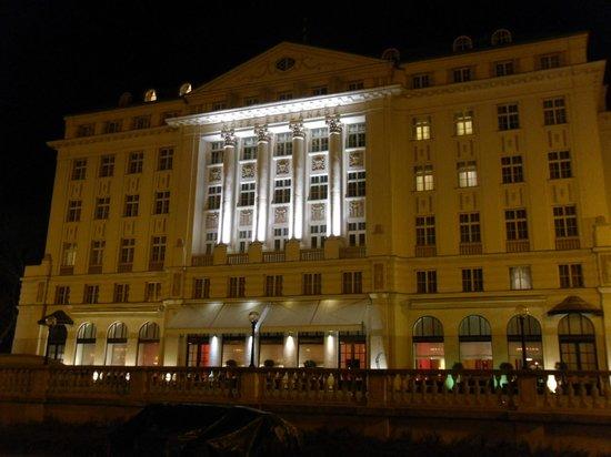 Zinfandel's Restaurant : outside of hotel