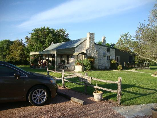 Chuckwagon Inn Bed & Breakfast: Main building where breakfast is served
