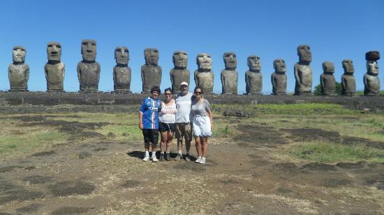 Mana Nui Inn: moai