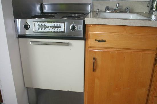 Mark Spencer Hotel: 1960's era kitchenette