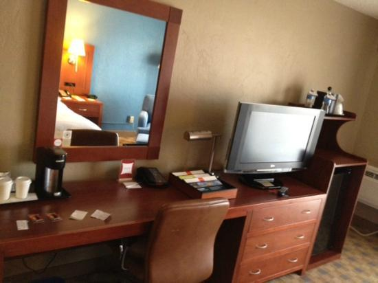 Four Points by Sheraton San Rafael: tv/desk
