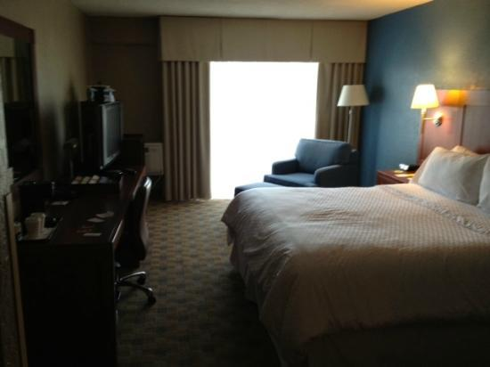 Four Points by Sheraton San Rafael : bed
