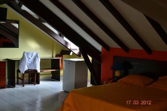 Hotel Le Petit Havre : Chambre sous les toîts