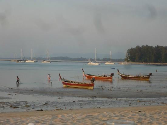 L'esprit de Naiyang Resort: Strand bei Ebbe