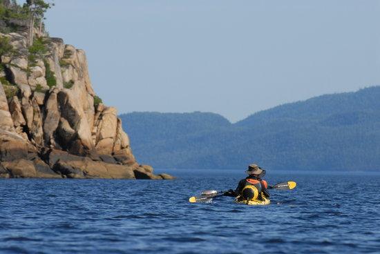 Fjord en kayak: sea kayak on the Saguenay fjord