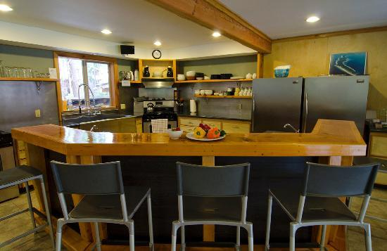 The Savary Island Resort: communal kitchen