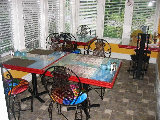 Globetrotters Bed and Breakfast: Our bistro-style breakfast room.