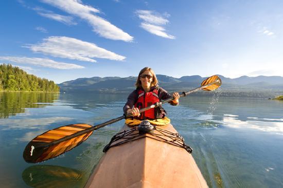 Kayaking at Whitefish Lake (© ChuckHaney.com / Whitefish CVB)