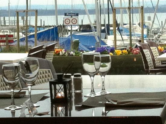 Bevaix, Switzerland: L'intérieur, la terrasse, le port, le lac...