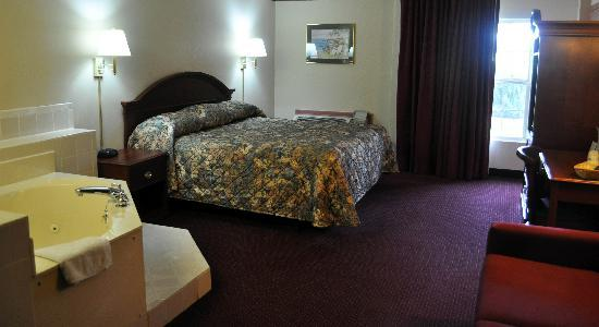 Select Inn Murfreesboro: Jacuzzi Suite