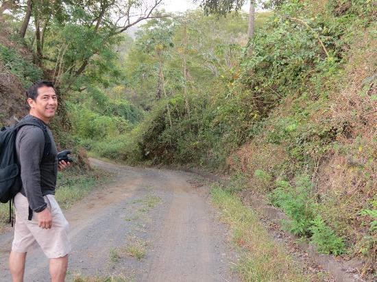 Hacienda Puerta Del Cielo Eco Spa: Hiking in the jungle