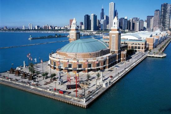back side of navy pier chicago city in front picture of chicago