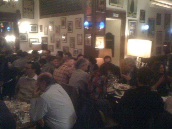 Agora Restaurant-Bar: volles haus