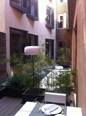 Catalonia Catedral: Inner courtyard from restaurant