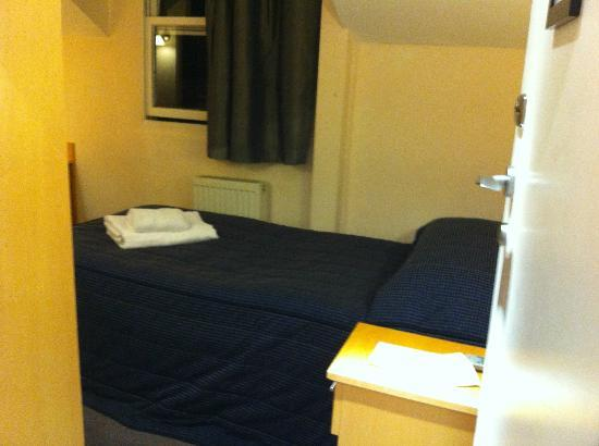 The Rodney Hotel: executive single room, £61