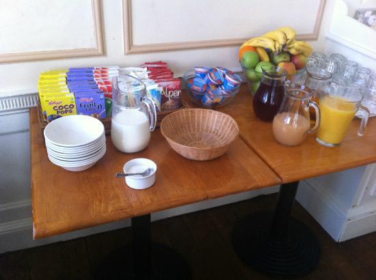 The Rodney Hotel: breakfast buffet
