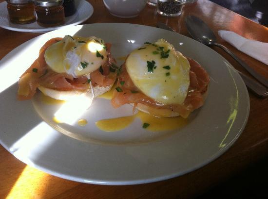 "The Rodney Hotel: breakfast ""eggs royal"""