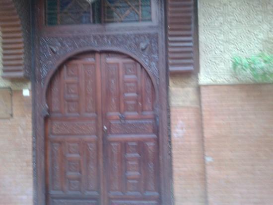 Riad Amssaffah: door of the riad