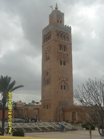 Riad Amssaffah: mosque near the square