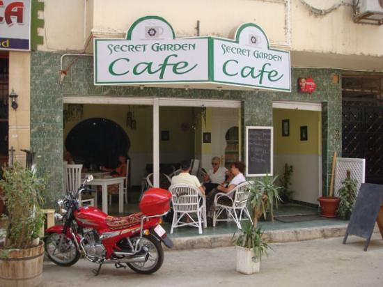 Secret Garden Cafe: Outside seating