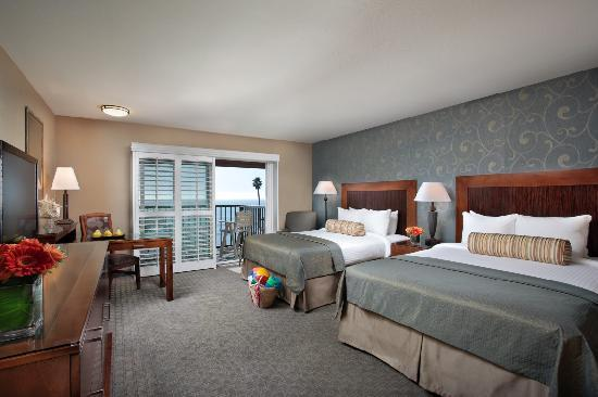BEST WESTERN PLUS Shore Cliff Lodge: Enjoy a full ocean view from one of our Oceanfront Rooms with either one king or two queen