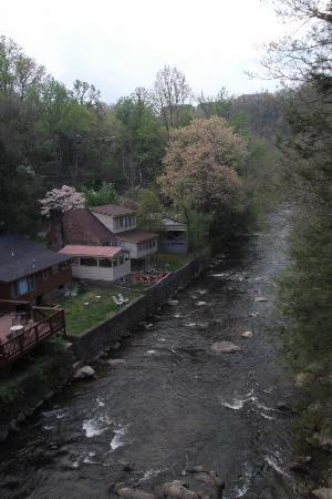 Baymont Inn & Suites Gatlinburg On The River: View from second floor balcony