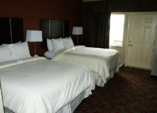Clarion Inn Dollywood Area: Very comfortable beds and a stylish decor