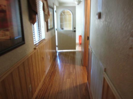 Mountain Harbor Resort: beautiful floors