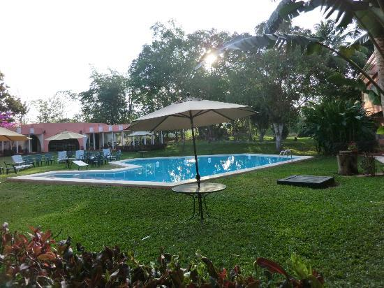 Hotel Chichen Itza: The pool