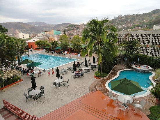Hotel Honduras Maya: View of Pool from the Lobby