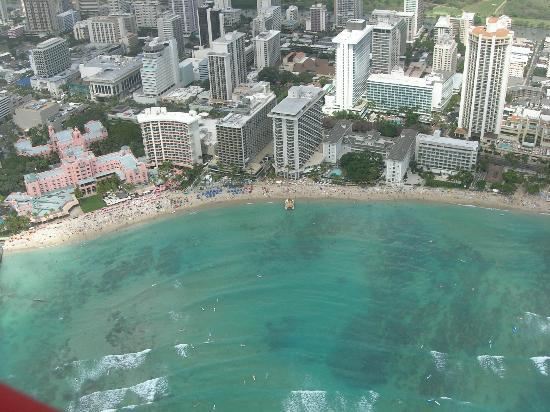 Outrigger Waikiki Beach Resort: Aerial view, Outrigger has the blue umbrellas out front