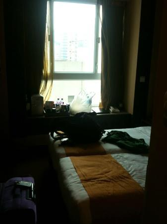 BEST WESTERN Hotel Causeway Bay: Entrance view of Guest Room #2102