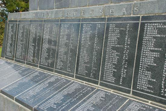 Invercargill Cenotaph: Lest we forget