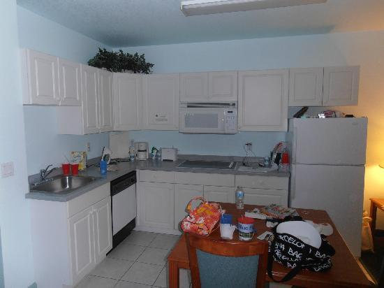 Days Inn & Suites Fort Myers near JetBlue Park: kitchen cabinet and counter space