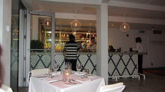 Vesper American Brasserie: Outdoor restaurant bar