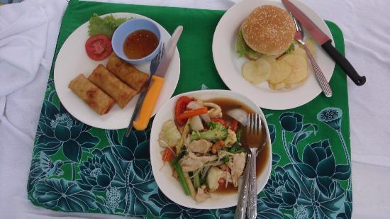 Swissotel Resort Phuket Kamala Beach : Food at the beach