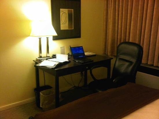 Best Western Cowichan Valley Inn : Work area