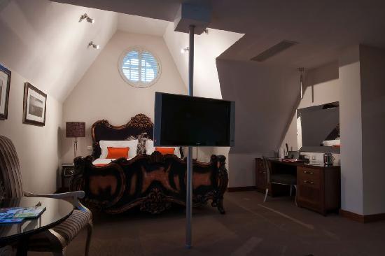 Dylan Hotel: Room 302