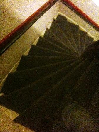 Anco Hotel: Steps to 3rd floor...normal for AMS