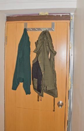 Sevila Hotel: дверь