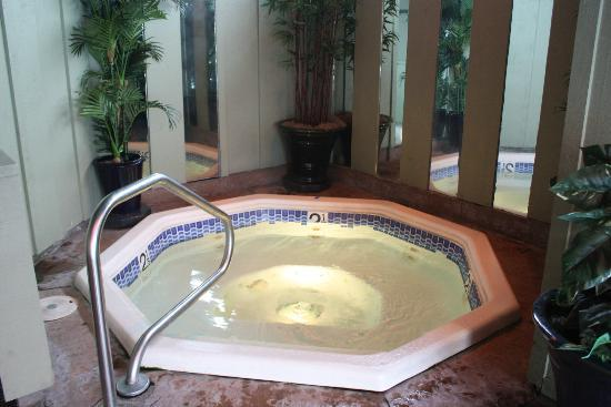 Best Western Plus Humboldt Bay Inn: Jacuzzi