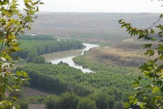 Diyarbakir, Turkey: Tigris River by Diyarbakır