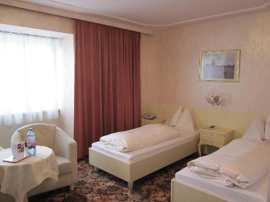 ‪‪Pension Aviano‬: Twinbeddedroom‬