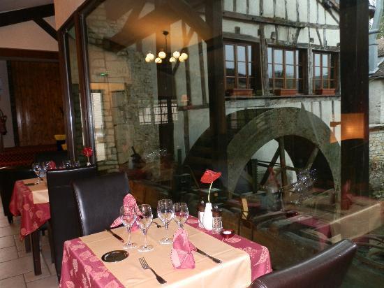 Hôtel Restaurant Le Moulin du Landion : notre table ce soir là.