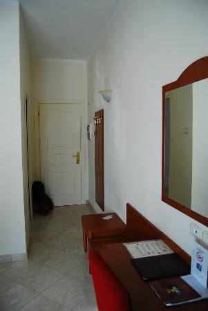 هوتل أمباسياتا: Hotel Ambasciata