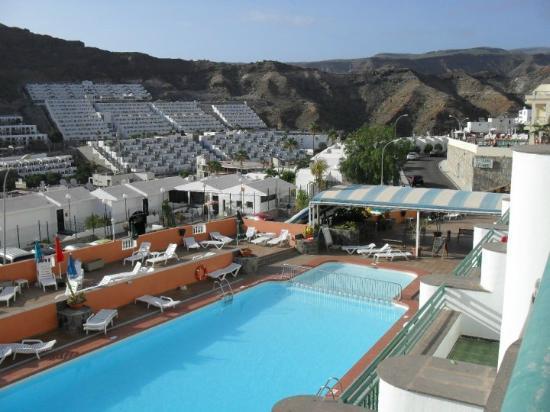 Apartamentos Castillo de Sol: view of pool from balcony